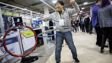 The Virfit VHOOP smart fitness hoop. For connected hoola-hooping.