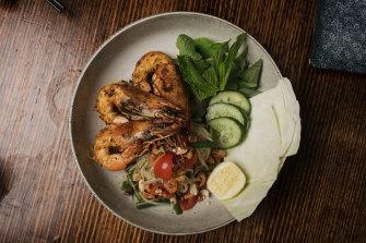 Papaya and prawn salad at Van Expresso.