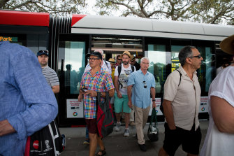 Crickets fans arrive at the SCG by tram.