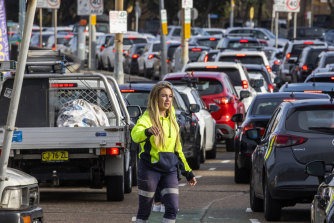 Long lines of cars waiting for COVID tests at Bondi Beach.