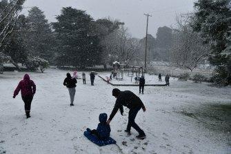 Snow begins to fall in Blackheath on Thursday morning.