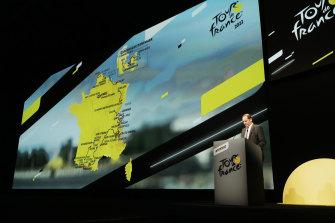Tour de France director Christian Prudhomme unveils the 2022 route.