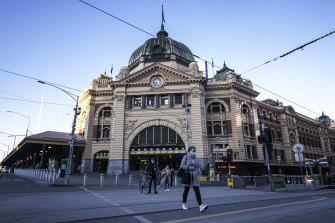 Allowing Melburnians to travel to regional Victoria was being discussed at a meeting of ministers on Tuesday night.