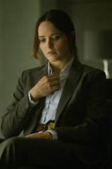 Rebecca Breeds as FBI agent Clarice Starling.