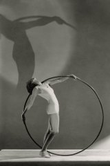 A Vogue fashion shoot from 1930 embraces the athletic aesthetic.