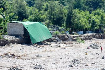The remains of a house in the Comoro river, Dili.
