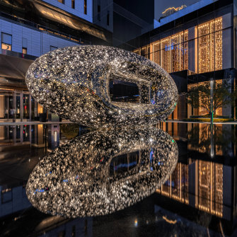 Lindy Lee's scuplture 'Heaven and Earth', 2019, installation view, Ritz Carlton Hotel, Xi'an.