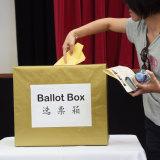 A Chung Wah Association member votes.