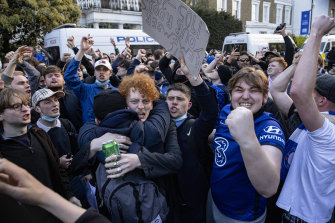 Chelsea fans celebrate outside Stamford Bridge after learning Chelsea's plan to withdraw from the Super League.