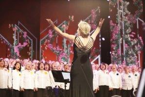 Anna Humberstone leading the Hummingsong choir on Australia's Got Talent.