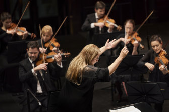 Simone Young leads the Sydney Symphony Orchestra.