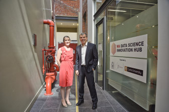 Dr Liz Dallimore and Innovation Minister Dave Kelly at theWA Data Science Innovation Hub.