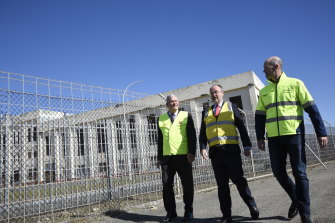 Cockburn Mayor Logan Howlett, Energy Minister Bill Johnston and Synergy chief executive Jason Waters at the site on Wednesday.