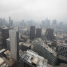 Smoke haze to linger over Melbourne before forecast heavy rain falls over fire regions