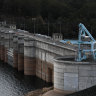Sydney's water demand drops as reservoir inflows dwindle to a trickle