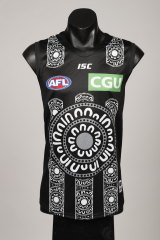 The design was influenced by the support Varcoe received after the passing of his sister Maggie in 2018 from an on-field football incident.