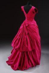 Silk taffeta, mounted on a boned and padded foundation, fastened with a metal zip and buttons, machine-sewn and hand-finished; the flounces of the skirt are wired. Silk taffeta evening dress, Cristobal Balenciaga, Paris, 1955.