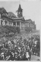 Swanston Street, Armistice Day, 1918.