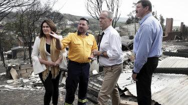 RFS Inspector Ben Shepherd briefs Labor Senator Deborah O'Neill, Opposition Leader Bill Shorten and Labor MP Mike Kelly in the aftermath of the Tathra bushfire.