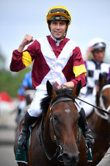 Shout The Bar returns after winning the Vinery Stud Stakes