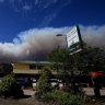 Threat from bushfire on Sydney's doorstep downgraded