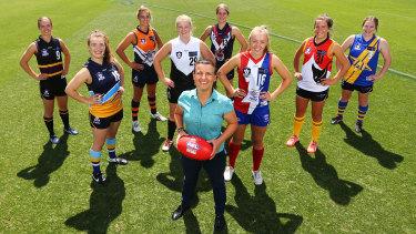 Chyloe Kurdas mentors young female footballers in 2016.