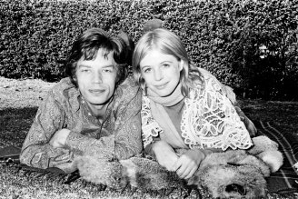 Marianne Faithfull with Mick Jagger in Sydney in 1969.