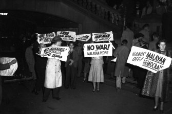 """""""No war on Malayan people"""": Communists demonstrate at Sydney Town Hall, 13 May 1950."""