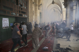 Palestinians clash with Israeli security forces at the al-Aqsa Mosque compound on Monday.