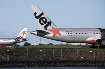 A woman on Jetstar flight JQ778 from Melbourne to Adelaide on Sunday has tested positive to COVID-19.
