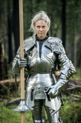 Lady Caroline wearing another knight's armour.