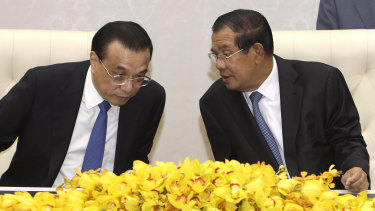 China's Premier Li Keqiang, left, talks with his Cambodian counterpart Hun Sen, during a signing ceremony at Peace Palace in Phnom Penh, on January 11.