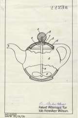 Patent design for teapot that allows user to blend the tea without taking off the lid.