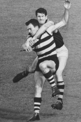 Paddy Guinane gets to grips with Geelong's Geoff Ainsworth during the 1967 grand final.