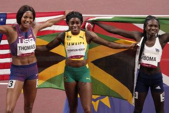 Elaine Thompson-Herah (centre) celebrates gold in the 200m alongside Gabrielle Thomas and Christine Mboma.