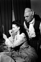 Sir Laurence Olivier and Lady Olivier - Vivien Leigh - backstage at the Tivoli on July 1, 1948.