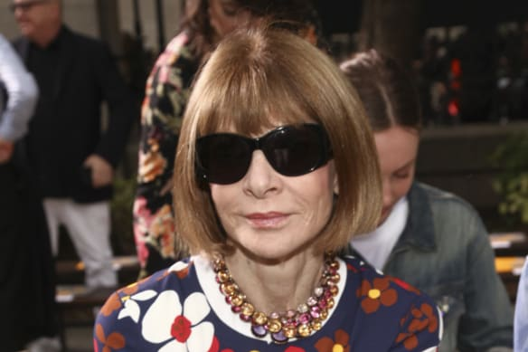 Anna Wintour is known for not carrying a handbag.