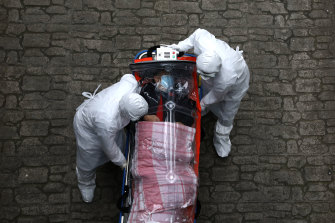 Medical staff move a patient infected with the coronavirus from an ambulance to a hospital in Seoul on Monday.