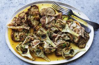Veal escalopes with artichoke and prosciutto.