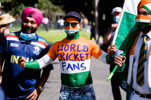 Fans arrive to the SCG for the Third Test.
