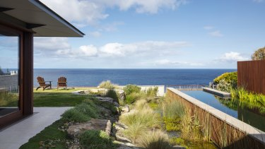 Jane Irwin designed this cliff-side garden in Vaucluse to maximise the expansive view.