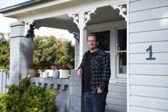 Wollongong-based Matt Castell used to book corporate getaways and honeymoons, but since the Australian border closed he has been helping Australians trapped overseas come home.