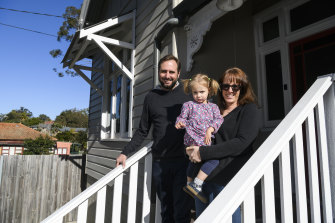 """Marissa Parkin, Ian Stephen and their daughter Zadie will move to Britain as there is """"no end in sight"""" for Australia's restrictions."""