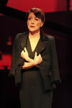 From Piaf to Cline, Bernadette Robinson recreates the authentic sound of musical greats.