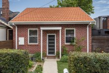 The two-bedroom, two-bathroom house on 123sq m at 1A Tudor Street in inner-eastern Melbourne's Richmond sold at online auction for $910,000.