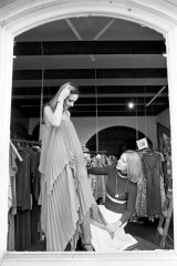 Zampatti dressing a model at her first boutique, in Sydney's Surry Hills, in 1975.