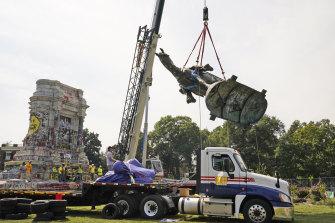 Crews move the horse of Confederate General Robert E. Lee one of the  largest remaining monuments to the Confederacy.