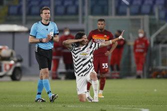 Edinson Cavani celebrates United's opener against Roma.