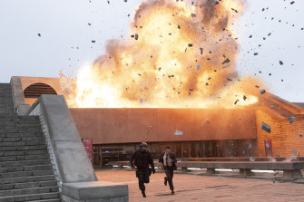 John David Washington and Rich Ceraulo Ko escape a blast in Tenet.