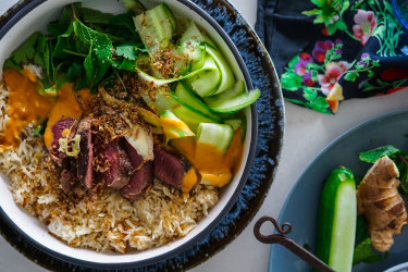 Beef rice bowls with Thai peanut and lime sauce.